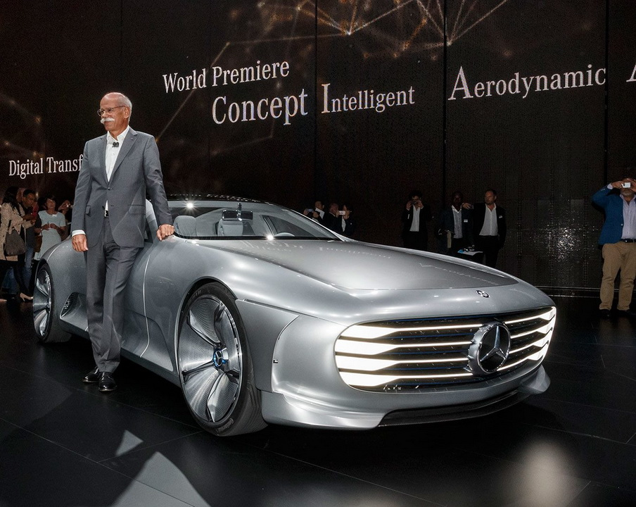 Автосалон во Франкфурте 2015 : Mercedes Concept Intelligent Aerodynamic с главой Mercedes-Benz Cars Дитером Цетше